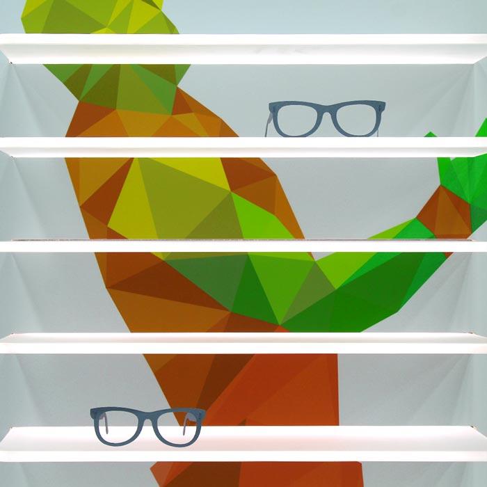 Plexiglass con Mensole per Negozio di Ottica Sportivo