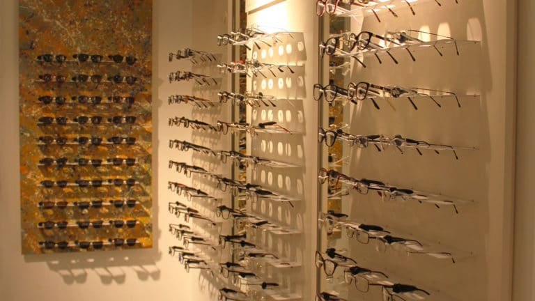 Spazio Ottica Tiburtina esposizione occhiali